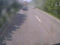 Kazada Arabaları Presleyen Tır Sürücüsü