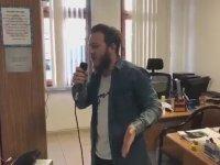Zabıtanın Yaptığı Anonsu Beğenmeyip Mikrofonu Eline Alan Rizeli