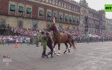 Gösteride Düşen Atlı Asker