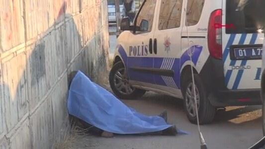'Ölüü' yazan duvarın önünde ölü bulundu ile ilgili görsel sonucu