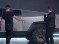 Tesla Cybertruck'ın Kırılmaz Denilen Camının Lansmanda Kırılması
