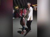 Baba Kızdan Müthiş İp Atlama Performansı