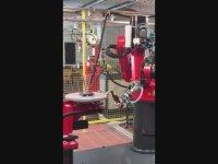 Bira Açıp Bardağa Köpürtmeden Dolduran Robot