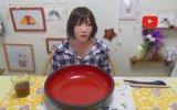 Tek Oturuşta 4000 Kalorilik Makarna Yiyen Asyalı Kız