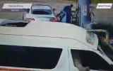 Benzini Bedavaya Getiren Lüks Otomobil Sürücüsü