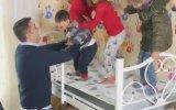 Czn Burak'ın Evi Yanan Ailenin Evini Dayayıp Döşemesi