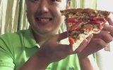 Dilim Pizzayı Tek Seferde Yiyen Çinli