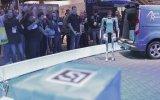 Ford İnsan Gibi Hareket Eden Teslimat Robotu