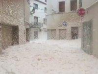 İspanya'da Bir Kenti Köpük Basması
