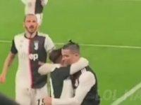 Ronaldo'nun Yanlışlıkla Dybala'yı Dudağından Öpmesi