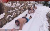 Karda Yüzme Yarışı Yapan Üniversite Öğrencileri