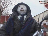 Kardan Adamı Motosiklete Bindiren Yurdum İnsanı