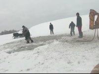 Buz Tutan Göle Düşen Atları Kurtarmak