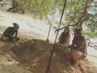 Sahile Canlı Canlı Gömülmek