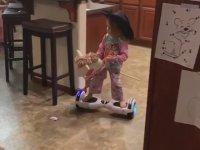 Sanki Ayakları Hoverboardlara Yapışık Olarak Dünya'ya Gelmiş İkizler