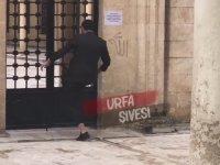 Urfa'da Caminin Kapısını Kırmaya Çalışan Vatandaş