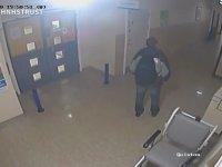 Hastanedeki El Dezenfektanı Makinesini Çalan Adam