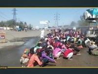 İşçilerin Hortumla Dezenfekte Edilmesi - Hindistan