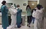 Corona Virüsü Yenip Alkışlarla Taburcu Olan Hilal Hemşire