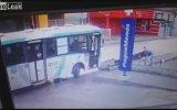Durağı Yerle Bir Eden Otobüs Şoförü