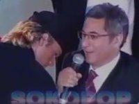 Azerbaycan Televizyonunda M. Ali Erbil'e Oynak Diyen Sunucu (2002)
