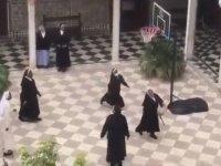 Manastırda Basketbol Oynayan Rahibeler