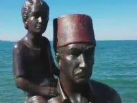 İzmir'de Denize 23 Nisan İçin Heykel Dikilmesi