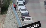 Murat Övüç'ün Sokakta Yiyişen Gençlere Sarması