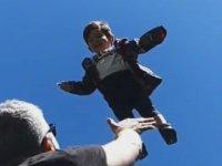 Özcan Deniz'in Oğlunu 15 Metre Yükseğe Fırlatışı