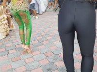 Bulgar Düğününü Coşturan Dansçı Kızlar