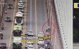 Yoğun Trafikte Scooter Kullanan Ufaklık