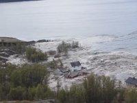 Bir Kaç Dakika İçinde Denizde Kaybolan Evler