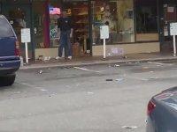 Dükkanını Yağmacılara Karşı Silahla Korumak