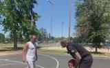 Gençlere Basketbol Dersi Veren Polis