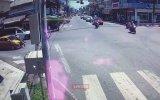 Trafik Polisi ile Kaputta İlerleyen Sürücü