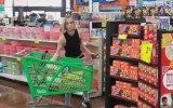 Markette Maske Takmadığı İçin Uyarılan Kadının Ürünleri Etrafa Fırlatması