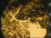 Şelale Başında Poz (1920 - +18)