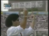 Rakip Taraftarı Selamlayan Maradona