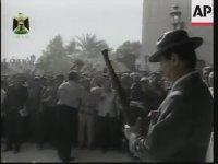 Saddam'ın Tüfekli Tezahüratlı Otel Açılışı ve Kamera Karşısında Namazı