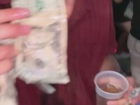 Dolar Yiyen Sarhoş Genç