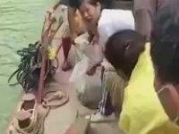 Yüzlerce Yılanı Suya Salan Çinliler