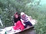 Derede Bulaşık Yıkayan Köylü Kızları :))