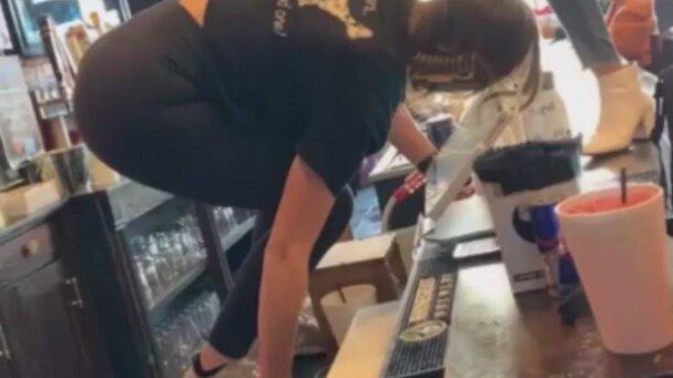 Bardan Sert Düşen Kız