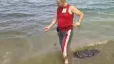 Denizde Balık Gezdiren Dayı :))
