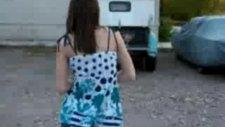 bu kıza dikkat :))