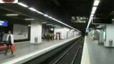 Metroda Karşıdan Karşıya Geçmek