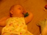 Bebek Uykuda Emziğini Böyle Yakalıyor