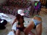 canı sıkılan kızların bikinili dansı :)))