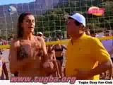 Tugba Ozay Bikinili Kumsalda Yatiyo