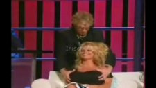 Pamela Andersona Canlı Yayında Taciz!